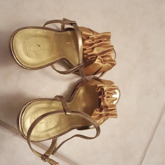 Preload https://img-static.tradesy.com/item/25268356/jcrew-gold-sandals-size-us-5-regular-m-b-0-0-540-540.jpg