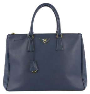 75683a445299 Prada Bags on Sale - Up to 70% off at Tradesy (Page 8)