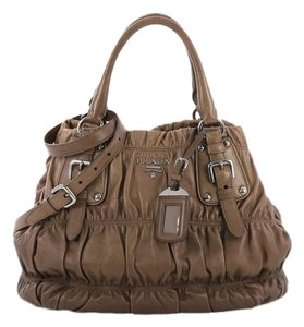 fb5720ec4a58 Prada Gaufre Collection - Up to 70% off at Tradesy (Page 2)