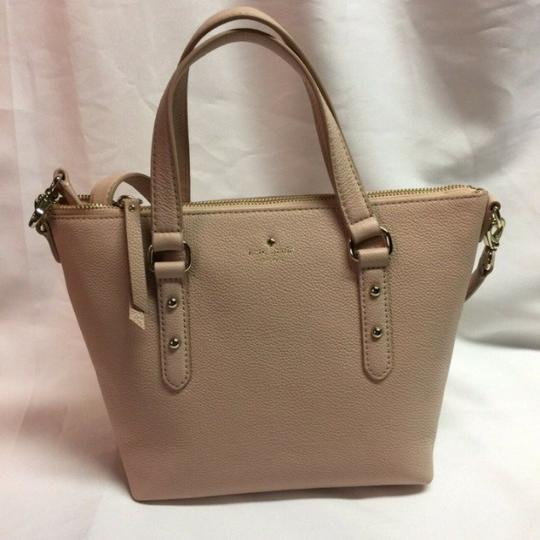 Kate Spade Taupe Leather Pebble Leather Crossbody New York Satchel in light walnut (217) Image 1