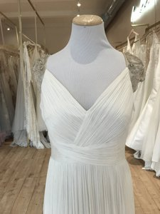 Aire Barcelona Ivory Fog Feminine Wedding Dress Size 8 (M)