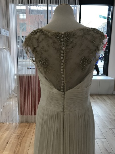 Aire Barcelona Ivory Fog Feminine Wedding Dress Size 8 (M) Image 2