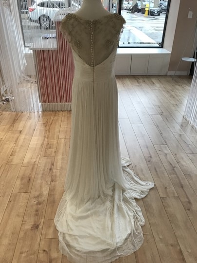 Aire Barcelona Ivory Fog Feminine Wedding Dress Size 8 (M) Image 4