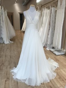 Watters & Watters Bridal Ivory Ellen Modern Wedding Dress Size 8 (M)