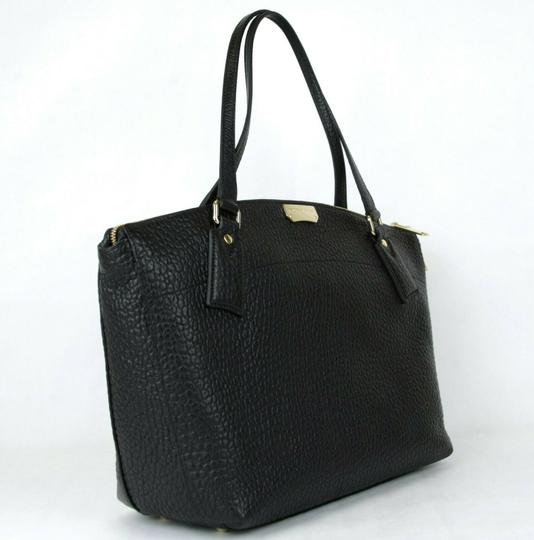 Burberry Grain Leather Medium Welburn Tote in Black Image 1