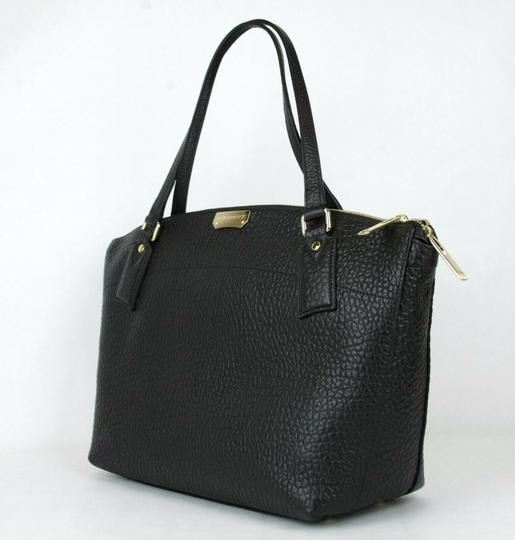 Burberry Grain Leather Medium Welburn Tote in Black Image 2