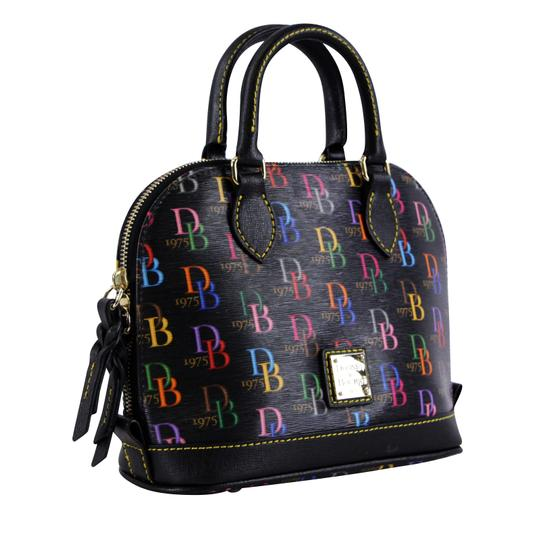 Preload https://img-static.tradesy.com/item/25272736/dooney-and-bourke-logo-bitsy-blackmulti-coated-canvas-cross-body-bag-0-1-540-540.jpg
