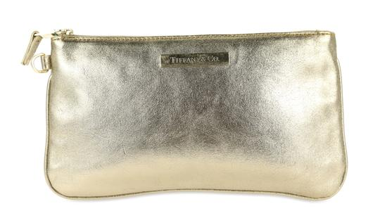 Preload https://img-static.tradesy.com/item/25274013/tiffany-and-co-gold-leather-cosmetic-bag-0-3-540-540.jpg