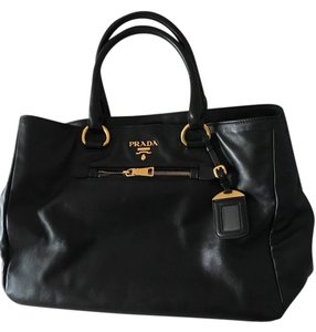 e1c1193a7926 Prada Bags on Sale - Up to 70% off at Tradesy