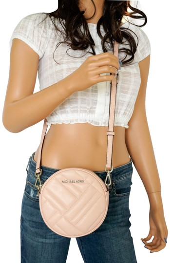 Preload https://img-static.tradesy.com/item/25275599/michael-kors-vivianne-canteen-quilted-pastel-pink-leather-cross-body-bag-0-1-540-540.jpg