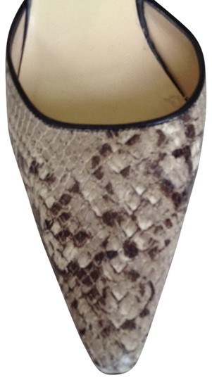 Isaac Mizrahi beige snakeskin and black leather Pumps