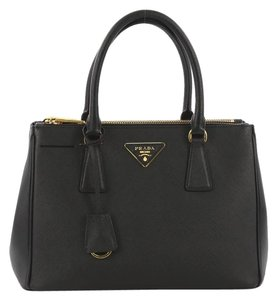 27dffd34240c Prada Totes on Sale - Up to 70% off at Tradesy
