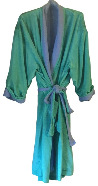 Item - Spearmint Green Periwinkle Robe