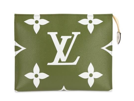 Preload https://img-static.tradesy.com/item/25281469/louis-vuitton-toiletry-pouch-new-giants-monogram-green-canvas-clutch-0-2-540-540.jpg