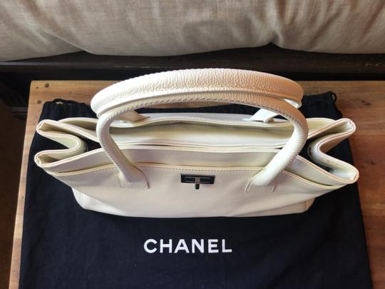 Chanel Leather Tote in off white Image 1