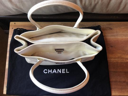 Chanel Leather Tote in off white Image 2