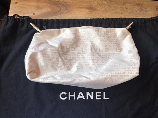 Chanel Leather Tote in off white Image 8