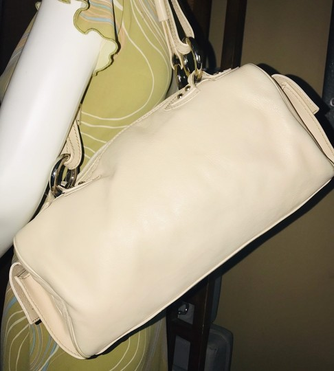 Marc Jacobs Satchel in Beige Image 1