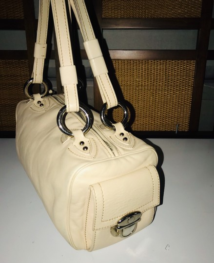 Marc Jacobs Satchel in Beige Image 2