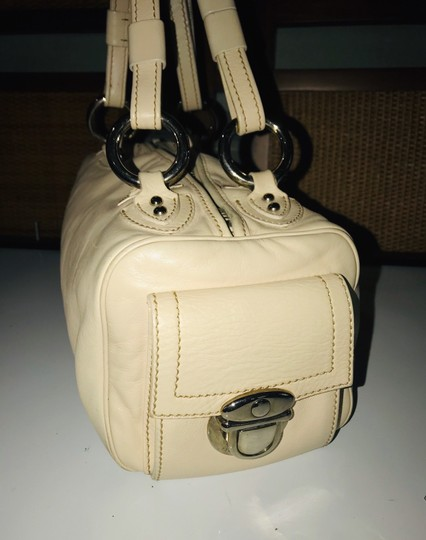 Marc Jacobs Satchel in Beige Image 3