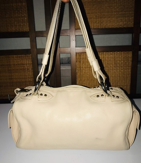 Marc Jacobs Satchel in Beige Image 4