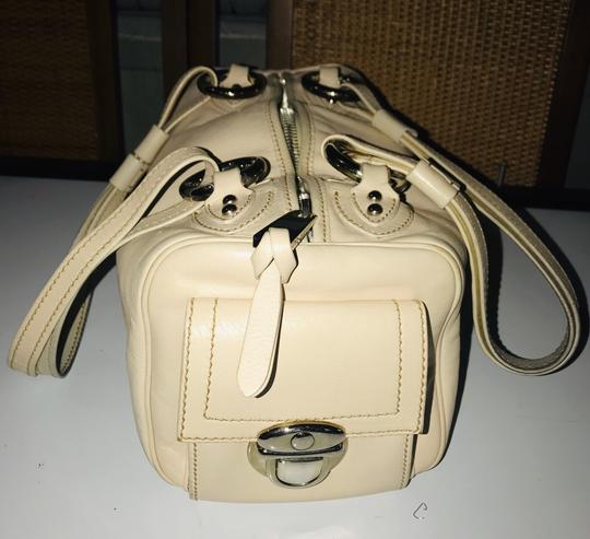 Marc Jacobs Satchel in Beige Image 6