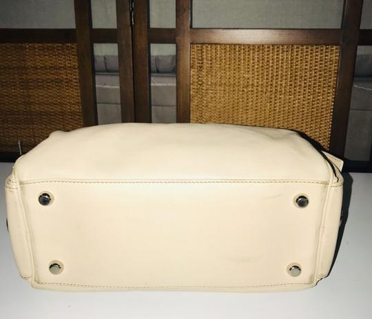Marc Jacobs Satchel in Beige Image 7