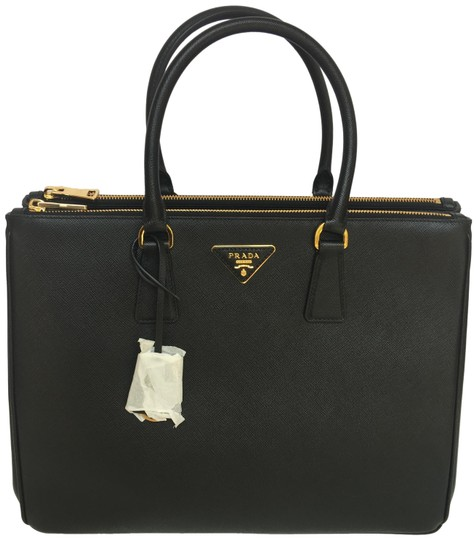 Preload https://img-static.tradesy.com/item/25282225/prada-lux-large-saffiano-black-leather-tote-0-2-540-540.jpg