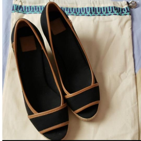Preload https://img-static.tradesy.com/item/25283667/tory-burch-black-and-royal-tan-espadrille-wedges-size-us-8-regular-m-b-0-2-540-540.jpg