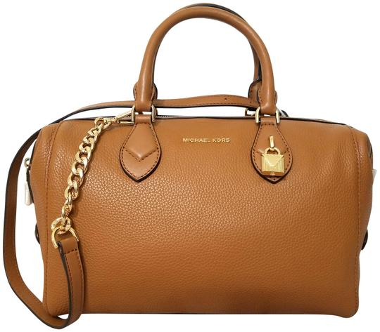 Preload https://img-static.tradesy.com/item/25284032/michael-kors-grayson-acorn1-leather-satchel-0-1-540-540.jpg