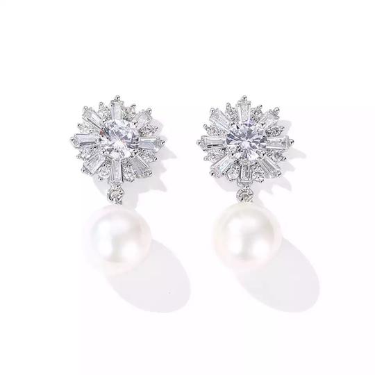 Preload https://img-static.tradesy.com/item/25284166/earrings-0-0-540-540.jpg