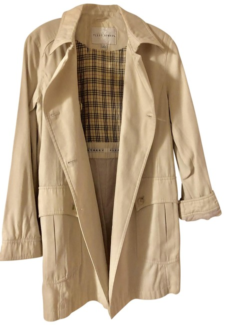 Preload https://img-static.tradesy.com/item/25284649/fleet-street-tan-trench-coat-shorts-suit-size-10-m-0-1-650-650.jpg