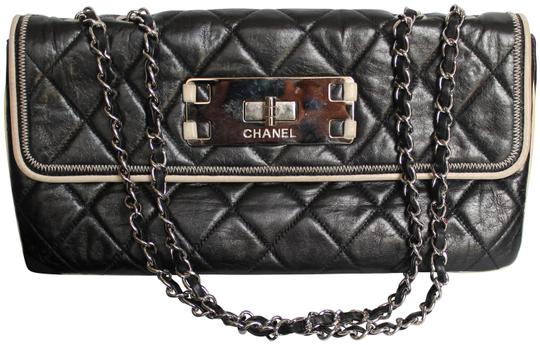 Preload https://img-static.tradesy.com/item/25284922/chanel-quilted-classic-single-flap-cc-turn-lock-black-leather-shoulder-bag-0-1-540-540.jpg