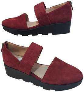Eileen Fisher red/ wine Flats