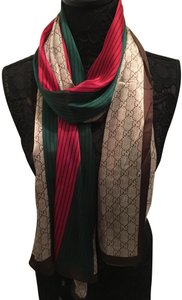 aa2e49d3c6d Gucci Silk Scarves - Up to 70% off at Tradesy