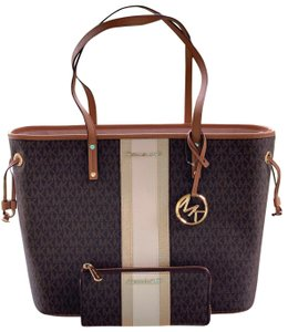 aae985709bf3 Michael Kors on Sale - Up to 80% off at Tradesy