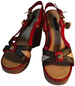 d6eded99407a Louis Vuitton RED PATENT LEATHER   BROWN MONOGRAMMED LEATHER Wedges