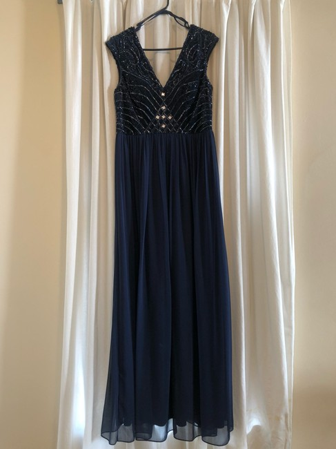 Item - Navy Gown Formal Bridesmaid/Mob Dress Size 12 (L)