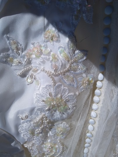 White Satin with Beaded Pearl Design Embrodeted Feminine Wedding Dress Size Petite 4 (S) Image 5