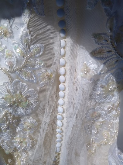 White Satin with Beaded Pearl Design Embrodeted Feminine Wedding Dress Size Petite 4 (S) Image 6