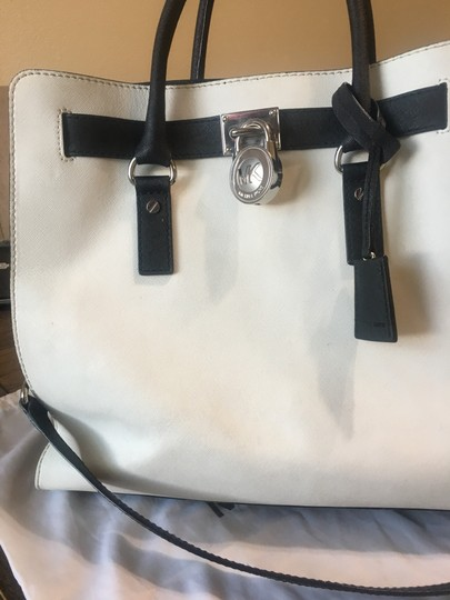 Michael Kors Satchel in white and black Image 4