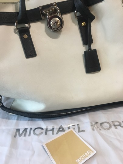 Michael Kors Satchel in white and black Image 5