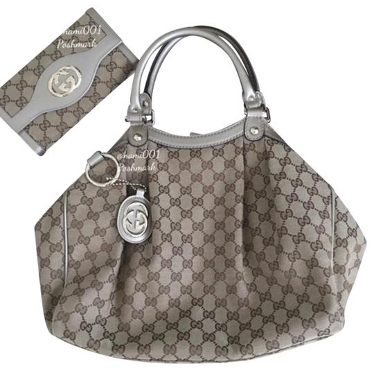 Preload https://img-static.tradesy.com/item/25293210/gucci-sukey-plus-matching-wallet-brown-canvas-with-leather-trim-hobo-bag-0-4-540-540.jpg
