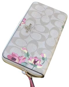 Coach Coach Accordion Crossgrain Leather Zip Around Wallet Signature Floral