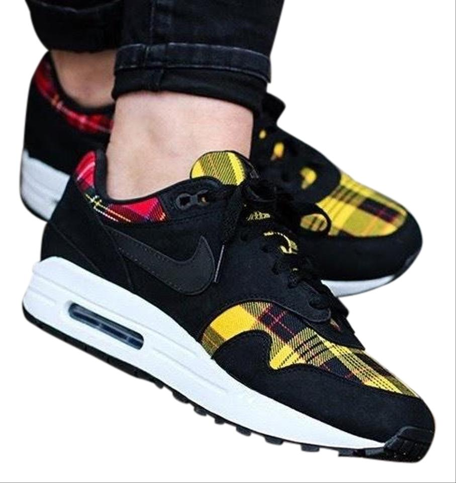 dd1031d328 Nike Black Women's Air Max 1 Se Tartan Designed with A Cozy Tartan ...