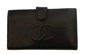 dc356a7d217995 Chanel Chanel bi-fold black caviar wallet. On the front is a large stitched
