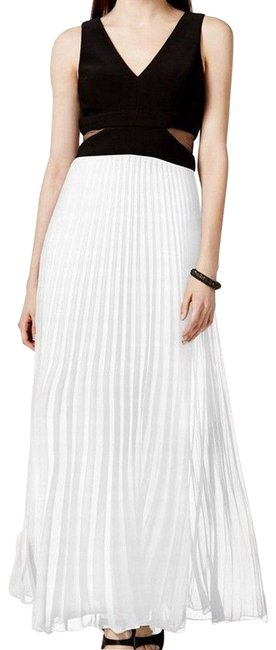 Item - Black/White Illusion Inset Pleated Long Formal Dress Size 6 (S)
