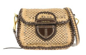 c15b4efb8c10 Prada Shoulder Bags - Up to 70% off at Tradesy