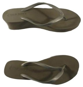 5425883b322a Old Navy Sandals Up to 90% off at Tradesy