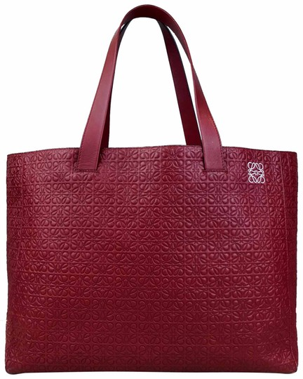 Preload https://img-static.tradesy.com/item/25300783/loewe-embossed-calfskin-shopping-sale-red-leather-tote-0-1-540-540.jpg